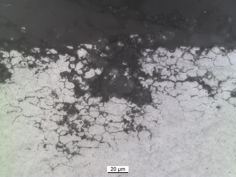 Schliffbild: Interkristalliner Konzernfall